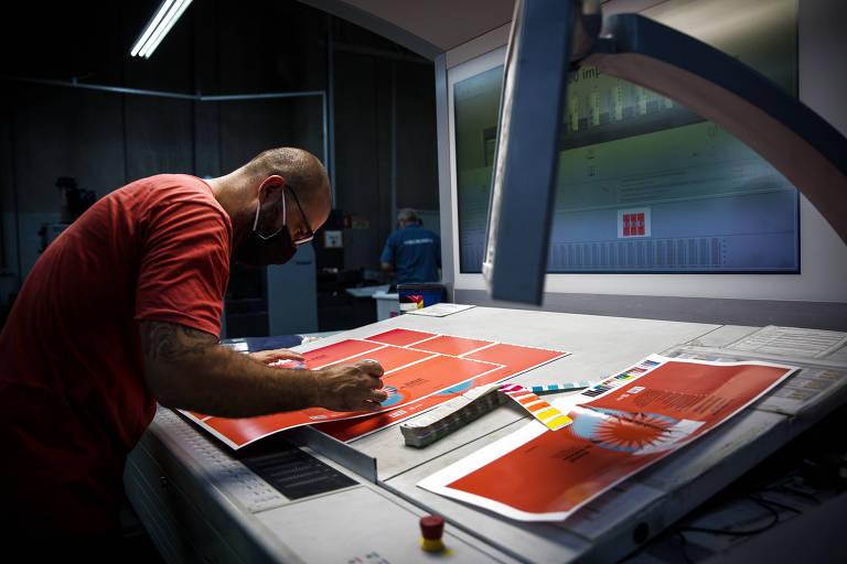 Impressão da nova edição do Manual da Redação da Folha