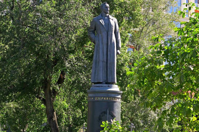 Estátua de Félix Dzerjinski, derrubada em 1991, no Parque das Esculturas de Moscou