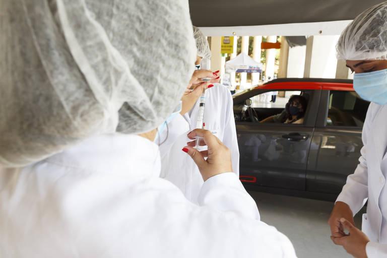 Após falhas na aplicação, enfermeiros reforçam protocolos de vacinação contra Covid