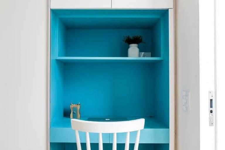 Projeto do Studio AG, que instalou cloffice na entrada do corredor dos quartos