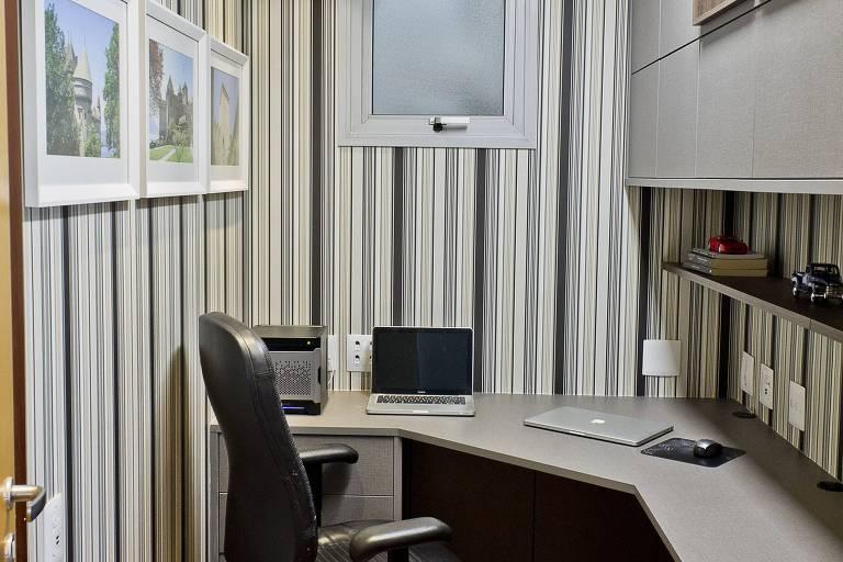 Quarto de empregada se transformou em cloffice no projeto de Chris Schiavoni