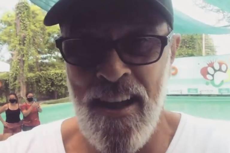 Raymundo de Souza volta ao trabalho após 65 cirurgias