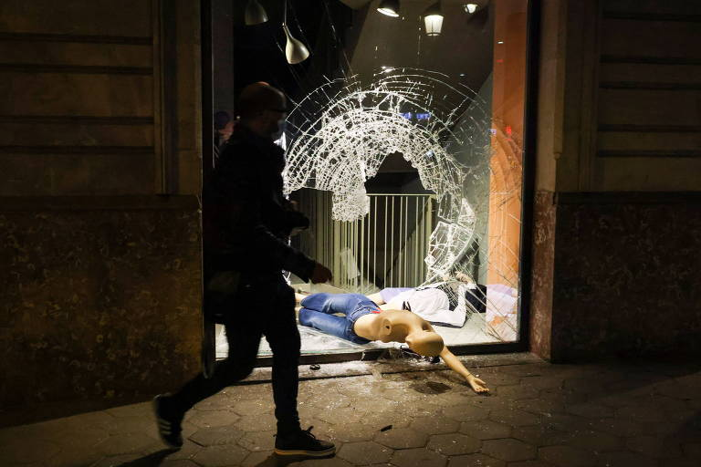 Espanha registra violência na 5ª noite de protestos por libertação de rapper crítico à monarquia