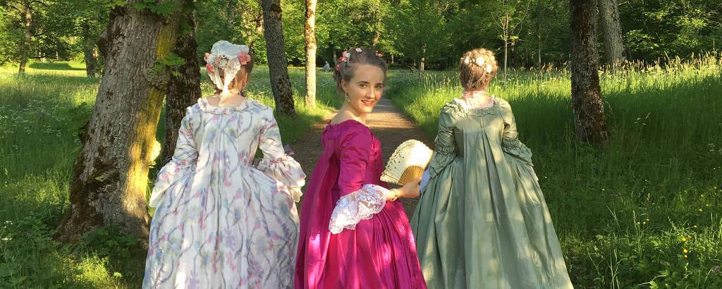 Filippa Trozelli usa seu vestido rosa favorito à la Française