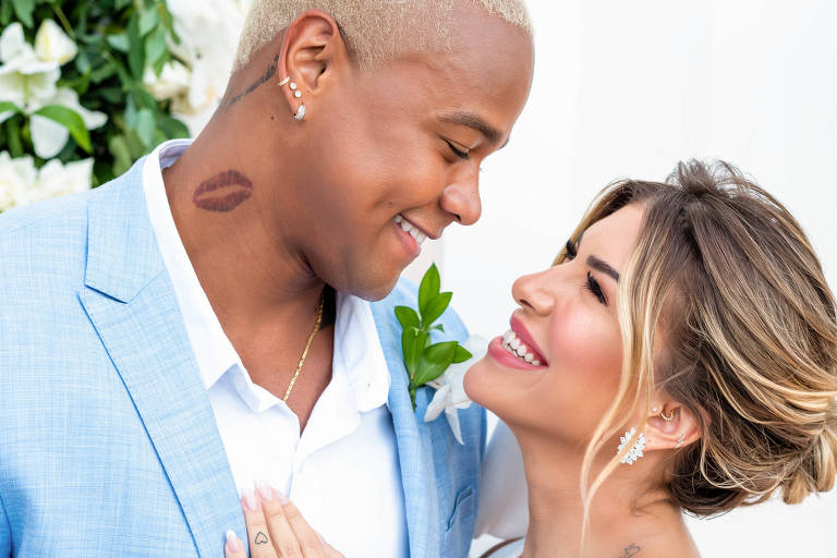 Leo Santana e Lorena Improta se casam na Bahia