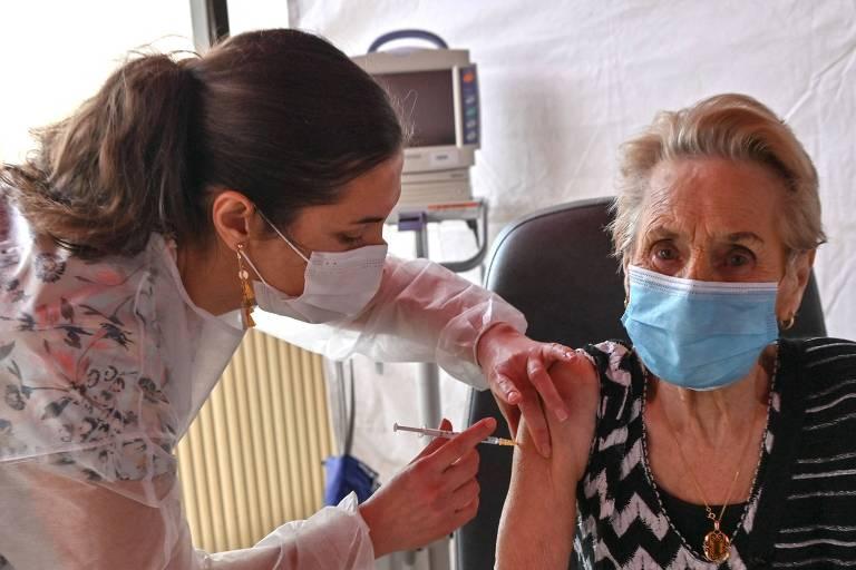 Apoio à vacinação contra Covid aumenta pelo mundo após início da imunização