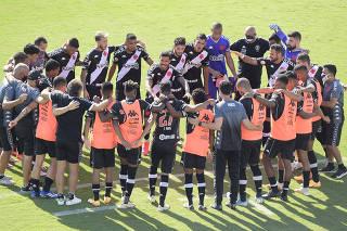 Brasileiro Championship - Vasco da Gama v Santos