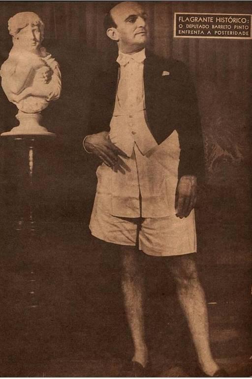 """O deputado Edmundo Barreto Pinto posa para foto de cueca e casaca, em 1946; ele perdeu o mandato após a foto aparecer na revista """"O Cruzeiro"""", é a primeira cassação de um deputado no país. (Foto: Jean Manzon)"""