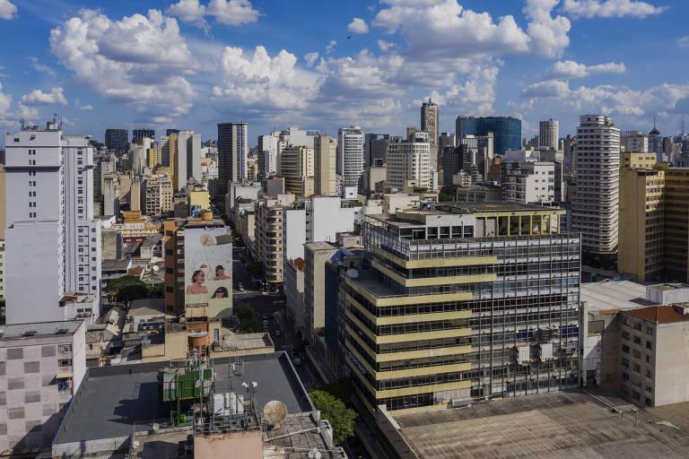 À direita, o prédio amarelado da Folha na alameda Barão de Limeira, nos Campos Elísios