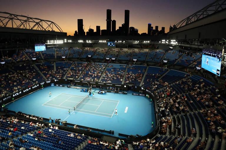 Partida semifinal entre Novak Djokovic e Aslan Karatsev em Melbourne