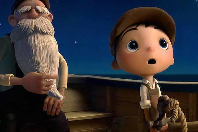 Menino e senhor estão dentro de um barco, em uma noite escura. O menino olha para o céu, surpreso