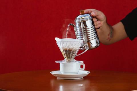 Novidade no Conjunto Nacional, Cheirin Bão tem café preparado na v60