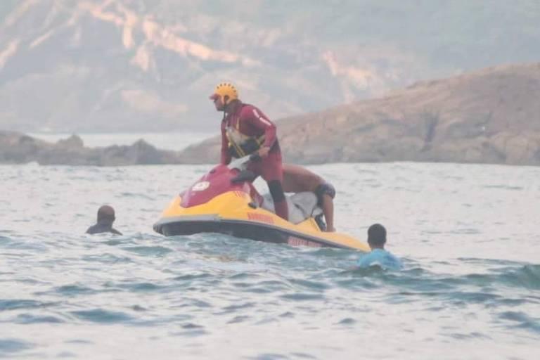 Bombeiros encontram corpos de vítimas afogadas em rio no litoral de SP