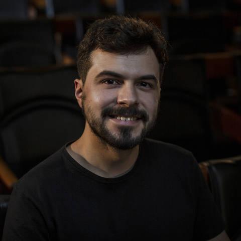 SÃO PAULO, SP, BRASIL, 14-01-2021: Retrato do jornalista João Abel, no auditório da Folha. (Foto: Bruno Santos/ Folhapress) *** FSP-COTIDIANO *** EXCLUSIVO FOLHA***