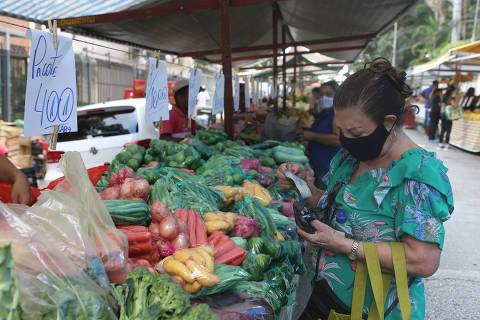 Inflação da comida no Brasil é vice-campeã na América Latina; dólar é aberração mundial