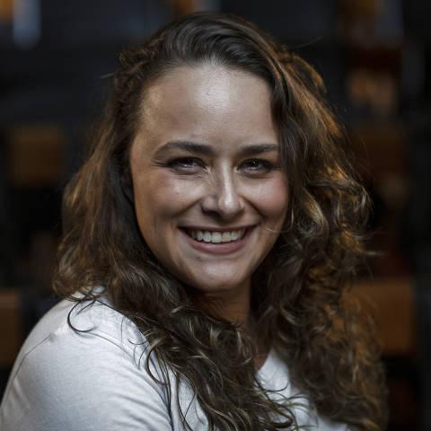 SÃO PAULO, SP, BRASIL, 13-01-2021: Retrato da  cadeirante Tabata Contri, no auditório da Folha. (Foto: Bruno Santos/ Folhapress) *** FSP-COTIDIANO *** EXCLUSIVO FOLHA***