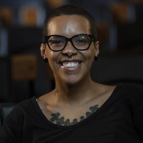 SÃO PAULO, SP, BRASIL, 11-01-2021: Retrato da digital influencer Veronica Oliveira (Faxina Boa), no auditório da Folha. (Foto: Bruno Santos/ Folhapress) *** FSP-COTIDIANO *** EXCLUSIVO FOLHA***