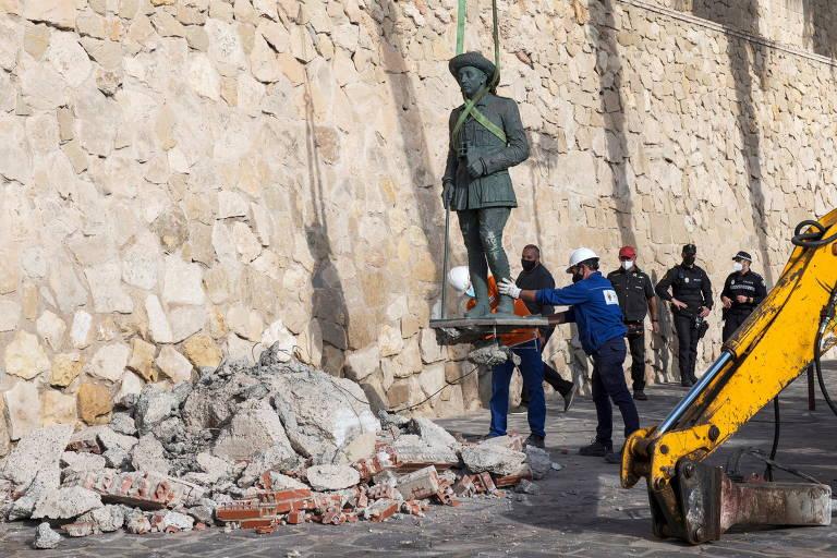 Espanha remove última estátua em homenagem ao ditador Francisco Franco
