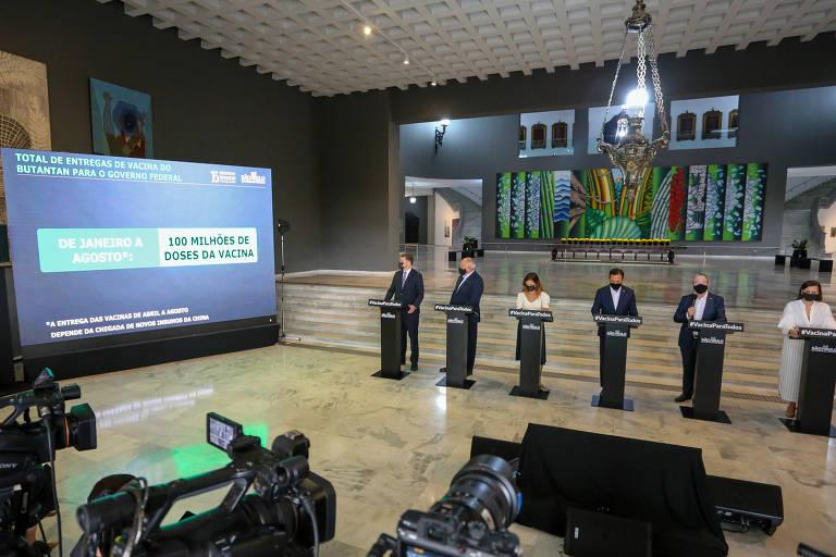 Com Doria ao centro, autoridades paulistas falam sobre o endurecimento da fiscalização em entrevista no Palácio dos Bandeirantes