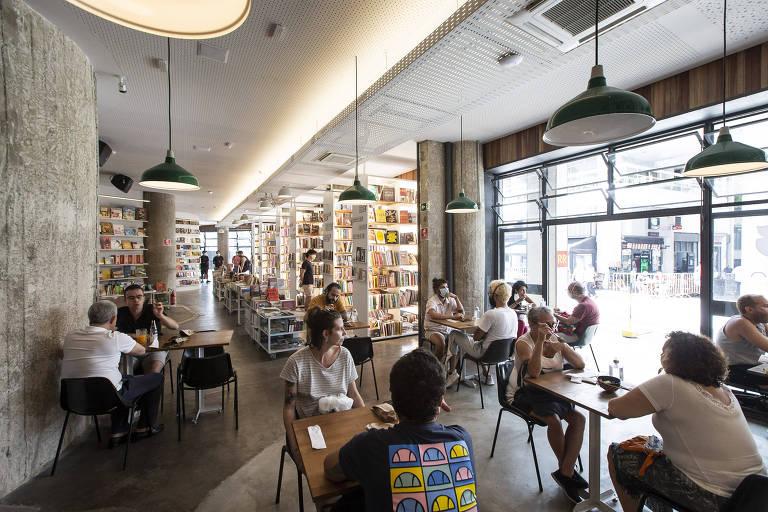 Ambiente do Cuia, que fica dentro da livraria Megafauna, localizada no edifício Copan