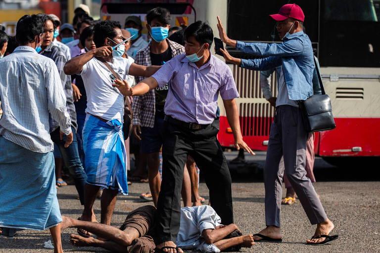 Apoiadores dos militares atacam manifestantes pró-democracia em novo dia de protestos em Mianmar