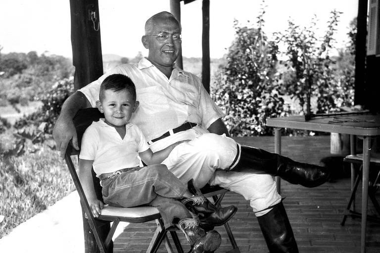 Seu Frias com o filho, Otavio, em foto de 1960