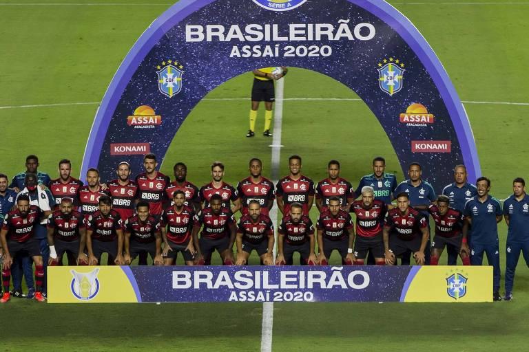 Jogadores do Flamengo posam para foto antes de a bola rolar no confronto contra o São Paulo, no Morumbi, válido pela última rodada do Campeonato Brasileiro