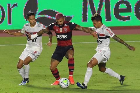 Flamengo perde, mas é campeão brasileiro com empate entre Inter e Corinthians