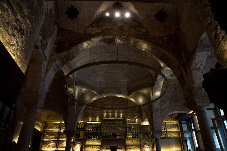 Teto do bar Giralda, onde foi descoberta uma sauna árabe do século 12