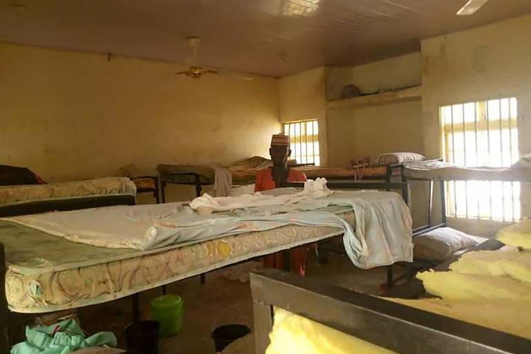 Mais de 300 meninas são sequestradas de escola na Nigéria