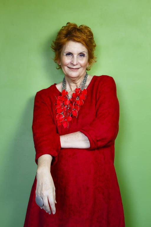 A consultora de estilo e imagem Rô Maciel, 61 que defende a idéia de uma moda sem rótulos de idade. Ela gosta de se vestir de foram colorida e não se importa com a opinião dos outros