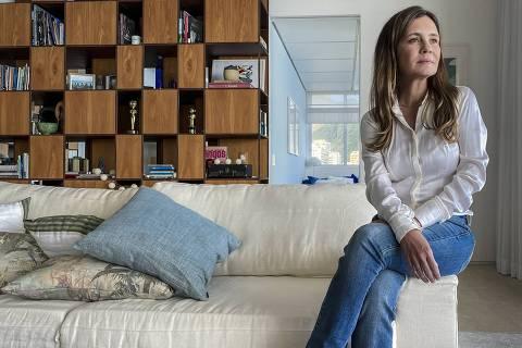Adriana Esteves. Fotos remotas para jornal Extra e Monica Bergamo