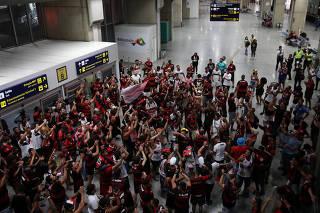 Brasileiro Championship - Sao Paulo v Flamengo - Flamengo fans await the arrival of the team after winning the Brasileiro Championship