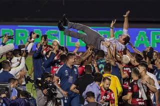Jogadores do Flamengo comemoram o titulo do Campeonato Brasileiro 2020