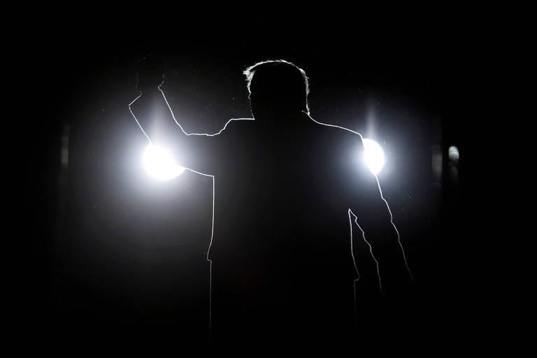 Trump reemerge após silêncio para tentar mostrar que ainda domina base republicana