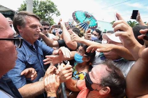 Em meio a colapso nacional, Bolsonaro omite erros na pandemia e tenta culpar governadores