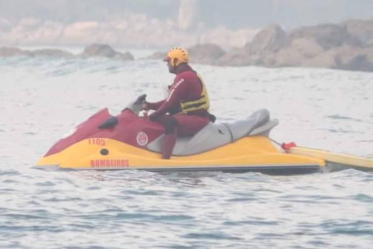 Bombeiros encontram corpo de homem que desapareceu no mar na Baixada Santista