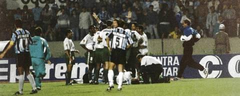 PORTO ALEGRE,RS - 01/08/1995 - Palmeiras x Gremio Taça Libertadores da America no estadio Olimpico. (Foto: Antonio Gauderio / Folhapress)  *** Felipaoo*** ORG XMIT: AGEN1908191811116703