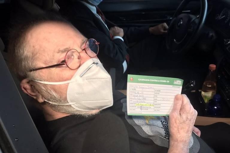 O apresentador Jô Soares foi vacinado neste sábado (27)