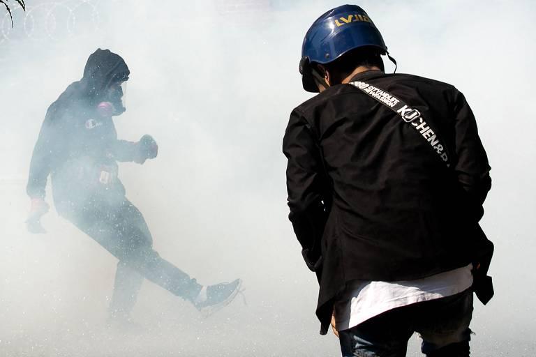 Veja imagens das manifestações em Mianmar