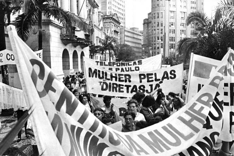 0Mulheres fazem passeata pelas Diretas Já! no Centro de São Paulo