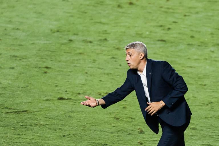 No Morumbi, técnico argentino Hernán Crespo comandou São Paulo pela primeira vez