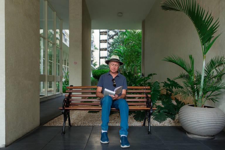 Clubes de leitura virtuais ajudam idosos a superar o isolamento da quarentena