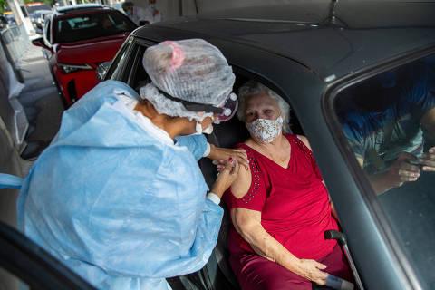 UBSs começam a vacinar nesta segunda (1º) os idosos entre 80 e 84 anos