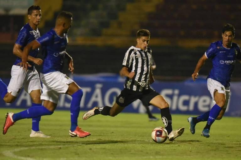Gabriel Pirani marca para o Santos no empate com Santo André