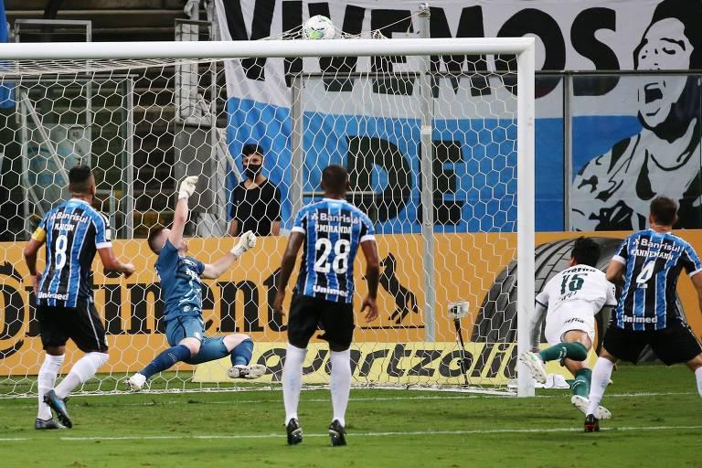 Gustavo Gómez abre o placar para o Palmeiras com cabeçada no primeiro tempo