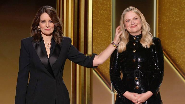 As apresentadoras Tina Fey e Amy Poehler durante a cerimônia de premiação do Globo de Ouro de 2021