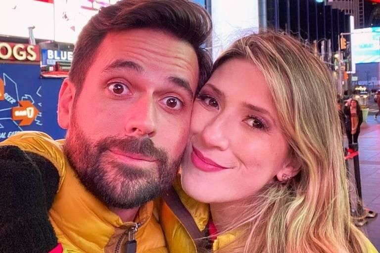 Dani Calabresa é pedida em casamento na Disney: 'Eu disse sim'
