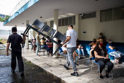 Falta de vacinas provoca fila de idosos em UBS da zona leste de São Paulo