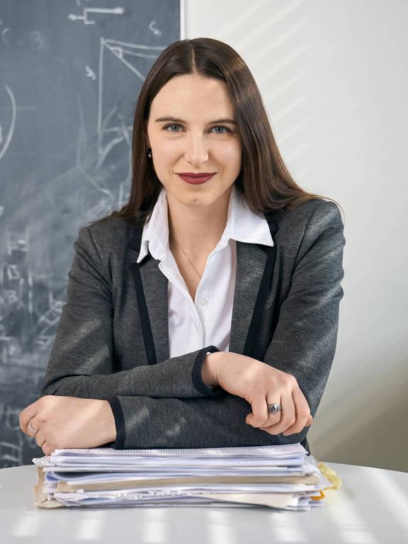 A pesquisadora Emma Hodcroft, 34, que estuda e monitora as variantes do coronavírus
